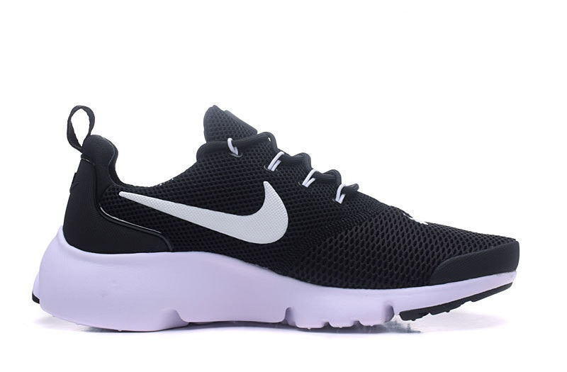 Chaussures  running homme poids lourdnike air presto noir et blanche